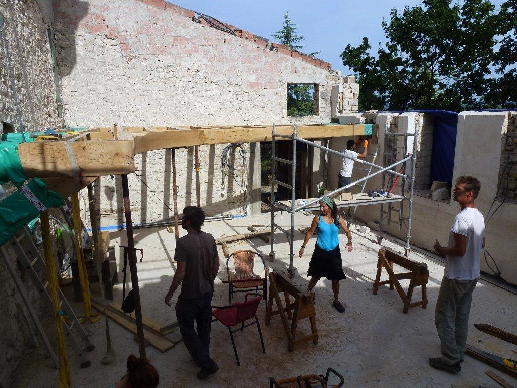 la nouvelle mezzanine de la salle collective de Longo maï