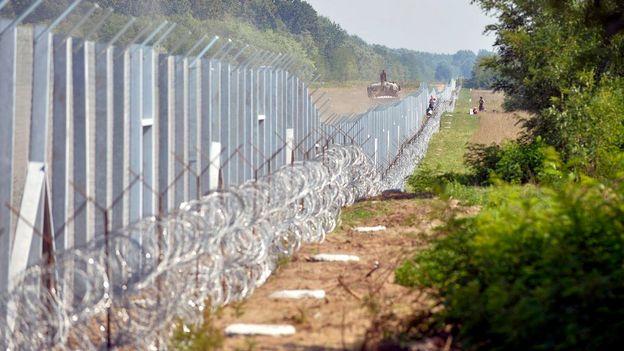Le nouveau rideau de fer. Le mur anti-migrants en Hongrie, à la frontière avec la Serbie